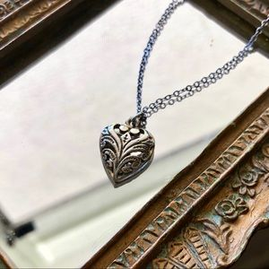 Jewelry - Vintage Embellished Heart Necklace